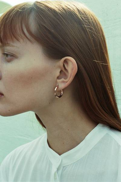 Maria Black disrupted ørering i forgylt sølv, 22 mm